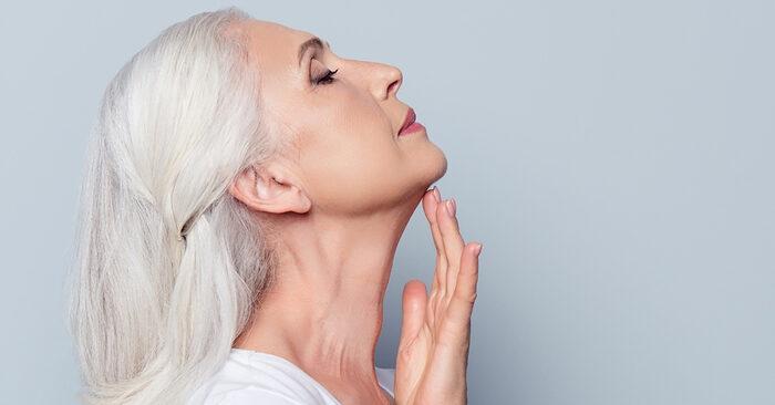 Miért fontos az arc mellett a nyak és a dekoltázs ápolása is?